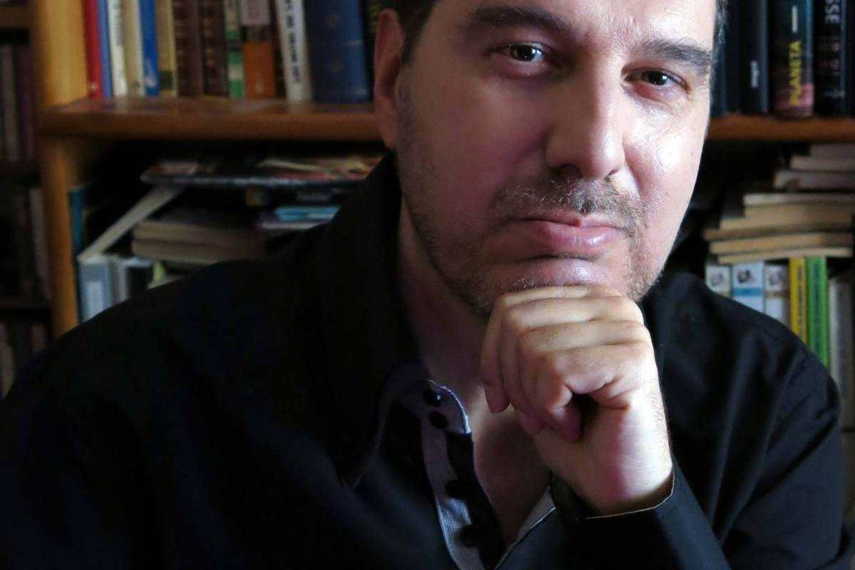 """Entrevista a Pablo Villarrubia Mauso, sobre su libro """"Rumbo a lo ..."""